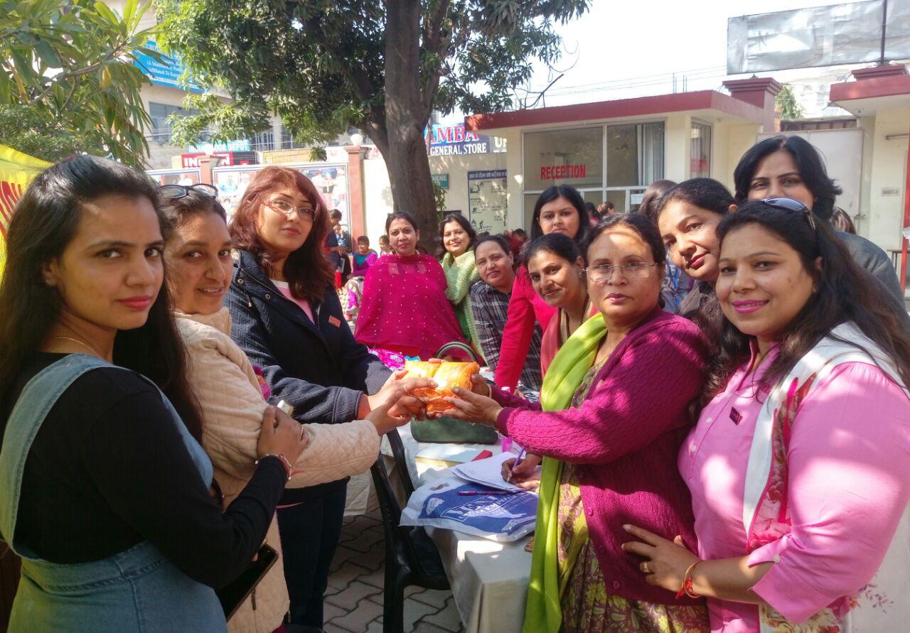 जीएनजी कॉलेज में महिलाओ के लिए सैनिटरी पैड किये एकत्रित