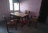 खिजराबाद के खंड विकास एवं पंचायत कार्यालय में खाली पड़ी कुर्सिया।
