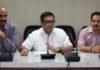 उपायुक्त गिरीश अरोड़ा जिला सचिवालय के सभाकक्ष में जिला भर के पटवारियों व ग्राम सचिवों की बैठक लेते हुए