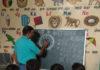 सरकारी स्कूल बापौली में बच्चों को जानकारी देते बीआरपी संजीव कुमार।