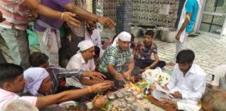 आदि क्षेत्रपाल रादौर में हवनयज्ञ करते स्थानीय लोग।