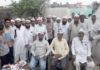 गांव दूधला में आयोजित आम आदमी पार्टी की बैठक को संबोधित करते वक्ता।