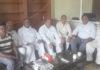 इनेलो कार्यकर्ता रादौर में पत्रकारों को संबोधित करते हल्का प्रधान राजकुमार बुबका।
