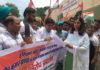 एसडीएम रादौर को ज्ञापन सौंपते कांग्रेसी कार्यकर्ता।