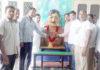 संजय गांधी मैमोरियल स्कूल हरनौल में शहीद के चित्र पर पुष्प अर्पित करते चेयरमैन व अन्य।