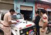 रादौर के कॉलेज रोड पर वाहन चालकों के चालान करती रादौर पुलिस।