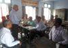 शहीद नवीन वैद राजकीय वरिष्ठ माध्यमिक विद्यालय मॉडल टाउन में हुई मीटिंग ें चर्चा करते अध्यापक