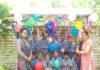 जनता स्कूल अलाहर मेेें बच्चे झूला झूलकर तीज का त्यौहार मनाते हुए।