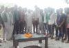 गांव हुड्डिया में इनेलो पार्टी में शामिल होने वाले कार्यकर्ताओं क ो सम्मानित करते हल्का प्रधान राजकुमार बुबका।
